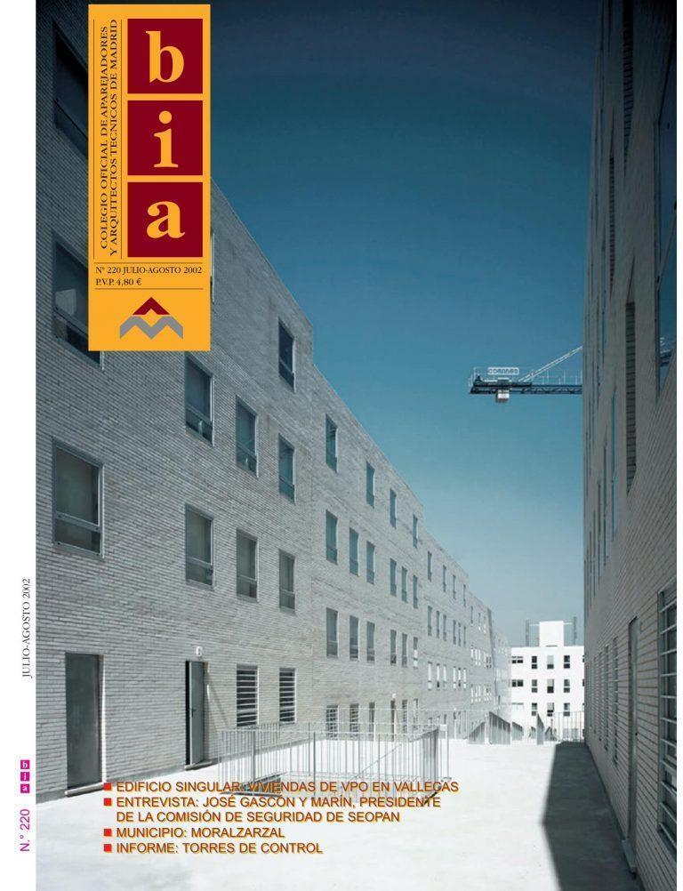 """BIA. Nº 220. Revista del Colegio Oficial de Aparejadores y Arquitectos Técnicos de Madrid. Julio-Agosto 2002. """"Viviendas en Vallecas"""""""